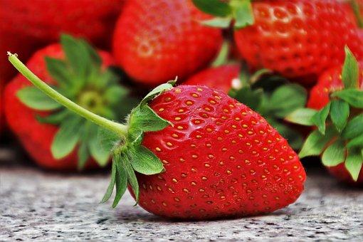 strawberries-3359755__340.jpg